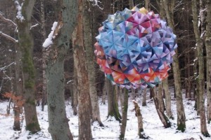 Hvass-Hannibal-Turboweekend-3D-Origami-Ball-1-537x358